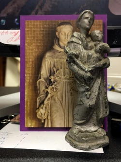 St Anthony card and statue