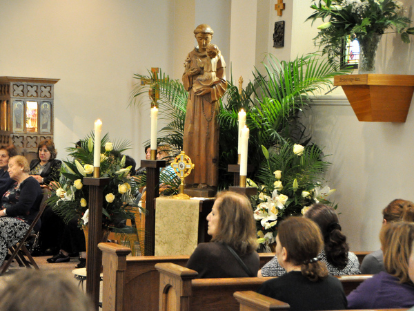 St. Anthony statue in Shrine